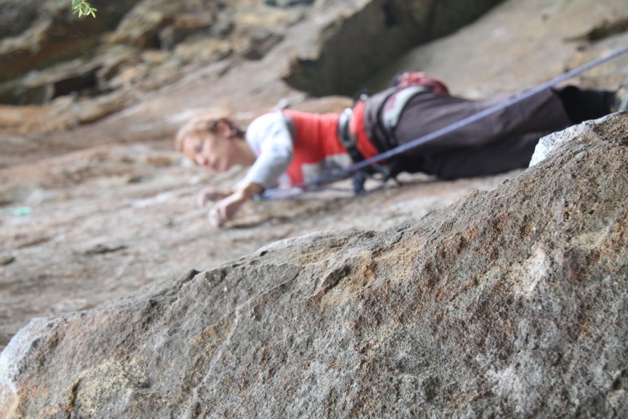 Quando os alpinistas contam as histórias de suas escaladas em livros, não enfatizam os caminhos floridos e as vistas magníficas, mas sim seus tormentos - Foto: Adam Kubalica