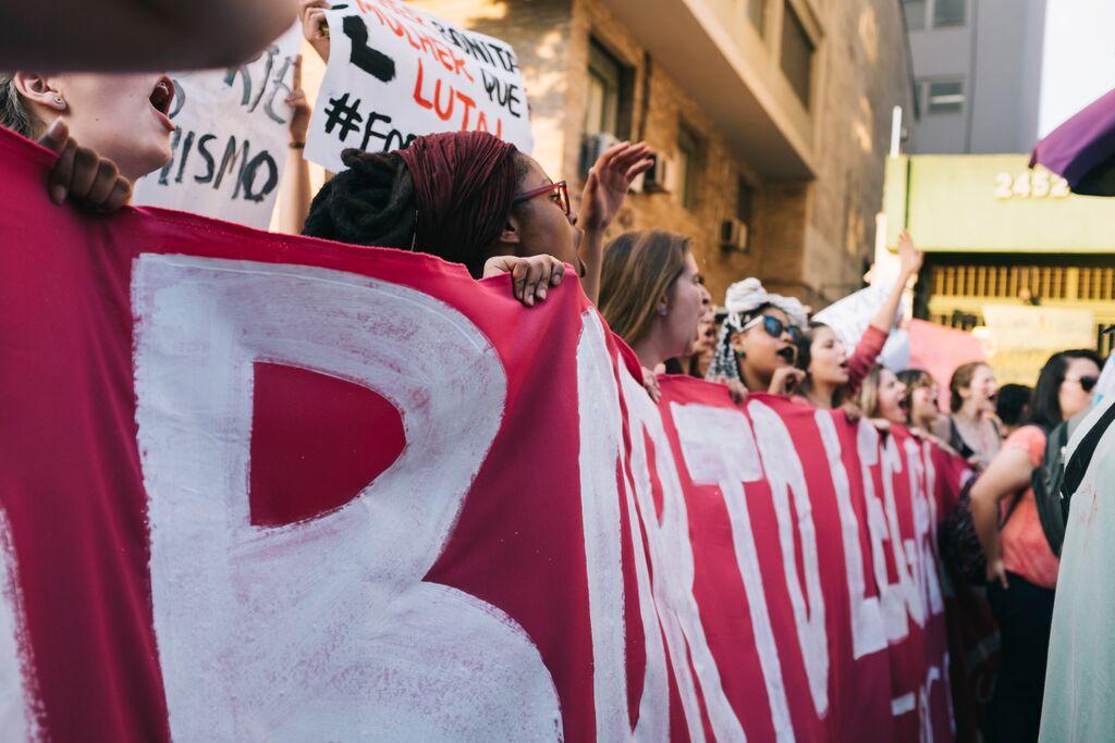 No dia 30 de outubro, mulheres fecharam a Av. Paulista em protesto contra o PL 5069. Foto de Julia Rodrigues