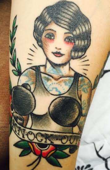 Taís eternizou a paixão pelo boxe nessa linda tatuagem - Foto: arquivo pessoal