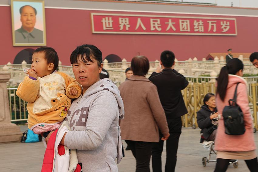 Mesmo com o reconhecimento dos exageros da Revolução Cultural, Mao Tsé Tung ainda é venerado em monumentos, como a Praça da Paz Celestial.