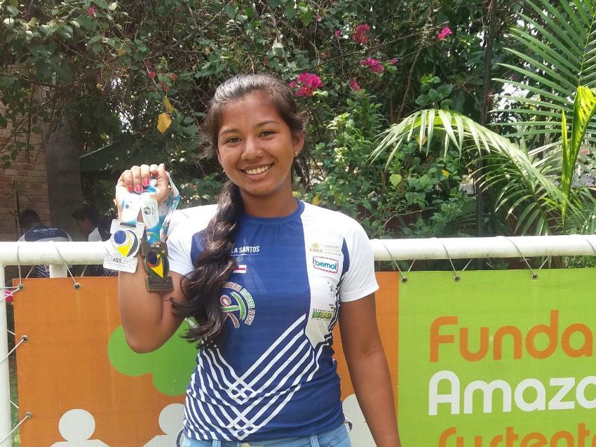 Com as medalhas por sua atuação na primeira seletiva para os Jogos Olímpicos.